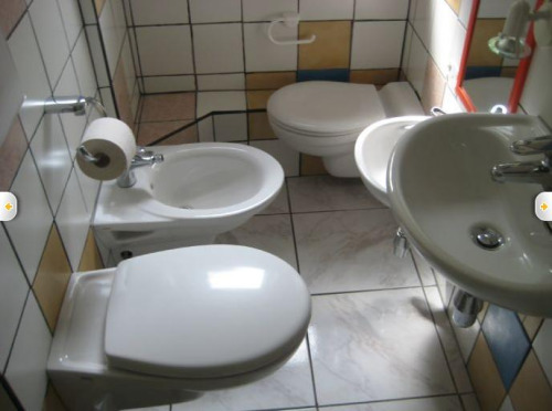 10-terrible-real-estate-agent-photos