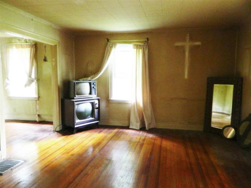 11-terrible-real-estate-agent-photos